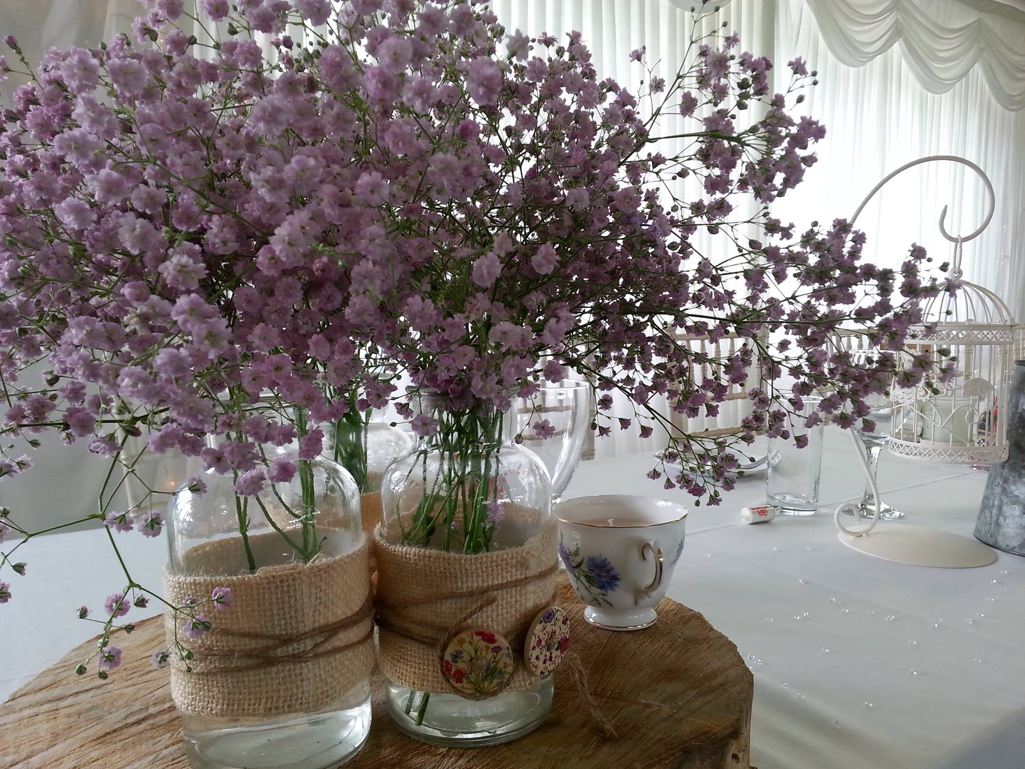 http://www.wokingham.cc/wp-content/uploads/2017/01/flowers_on_table.jpg
